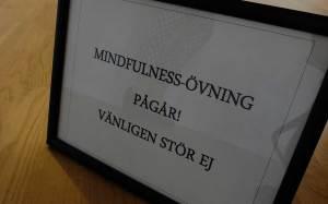 mindfulness-skylt